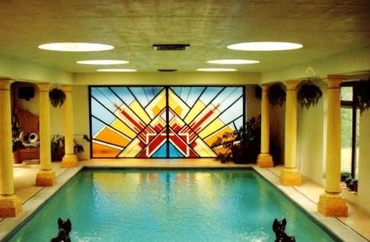 Diana Dors pool